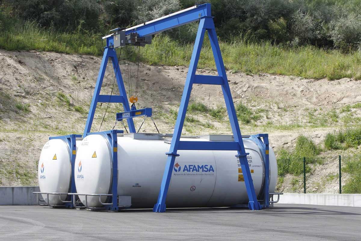 Contenedores, instalaciones de AFAMSA, transformación de aceites de pescado y grasa de palma